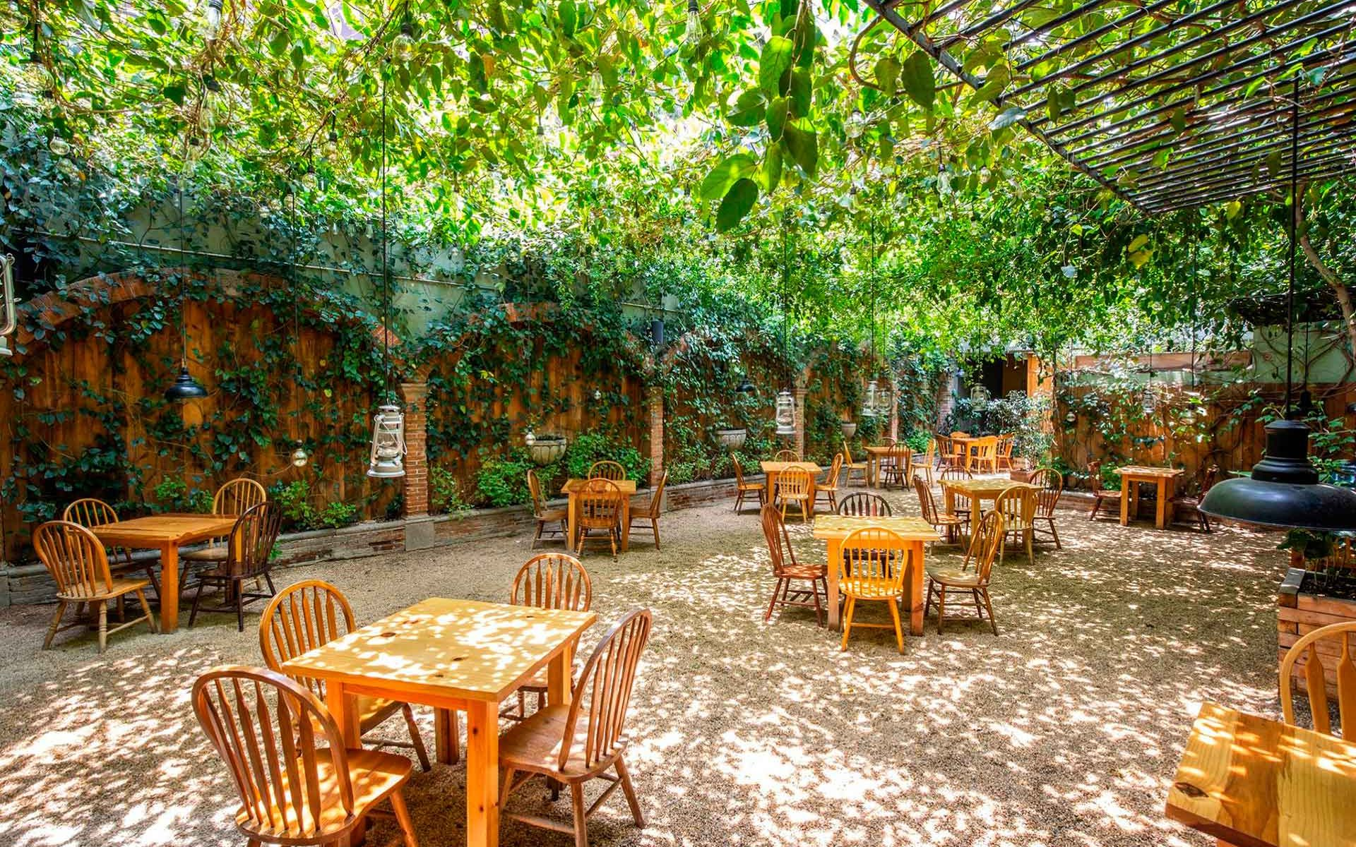 restaurante al aire libre en guatemala